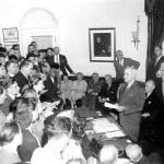 1945年8月14日、日本のポツダム宣言受諾を発表するトルーマン