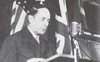 第1回対日理事会で演説するマッカーサー